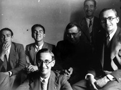 San Josemaria with a group of students in 1940.
